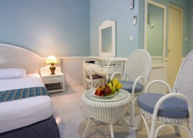 maledivy-hotel-equator-village-019.jpg