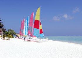 maledivy-hotel-holiday-island-012.jpg