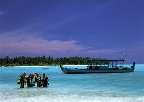 maledivy-hotel-holiday-island-016.jpg