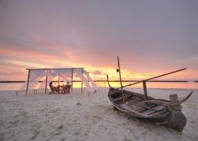 maledivy-hotel-royal-island-resort-spa-022.jpg