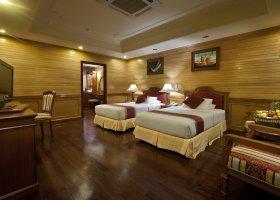 maledivy-hotel-royal-island-resort-spa-084.jpg